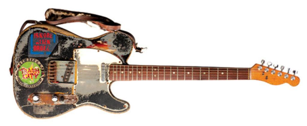 joe-strummer-fender-guitar