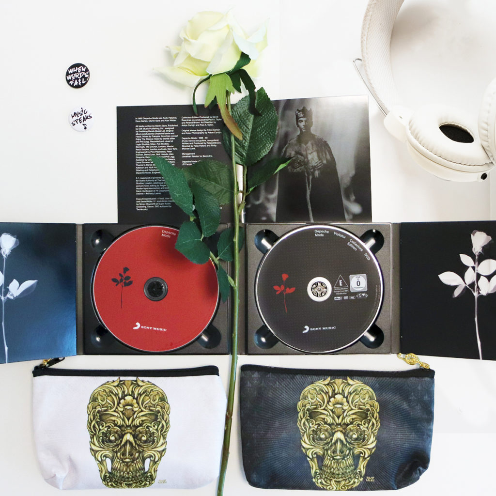 Doppio cd Violator dei Depeche Mode con il brano Enjoy the Silence e trousse Zoa Studio con stampa Baroque Skull