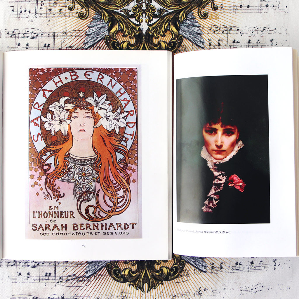 Sarah Bernhardt ritratti di A. Mucha e P.Parrot. Sfondo con stampa Zoa Studio