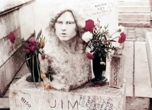 busto sulla tomba di Jim Morrison