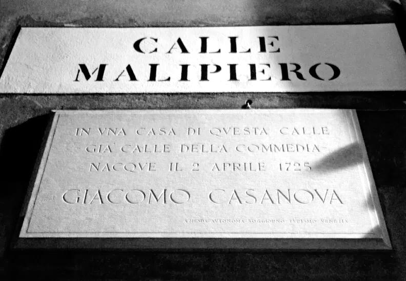 Targa dedicata a Giacomo Casanova in Calle Malipiero a Venezia